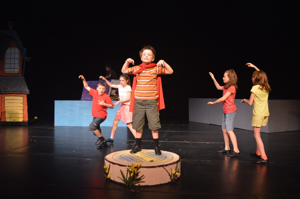 Encore Stage & Studio's Cul de Sac opens through June 12 at Thomas Jefferson Community Theatre.