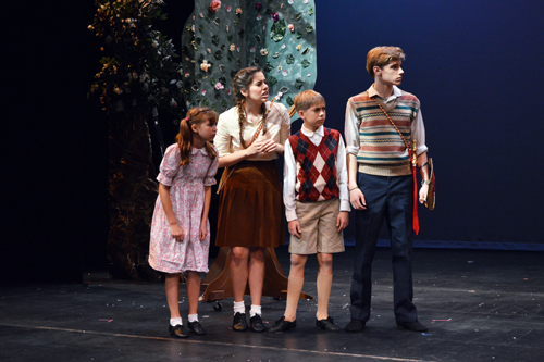 From left to right: Lucy Pevensie (Isabel Tate), Susan Pevensie (Lauren Monsivaiz), Edmund Pevensie (Thomas Schindler) and Peter Pevensie (Richard Bew)